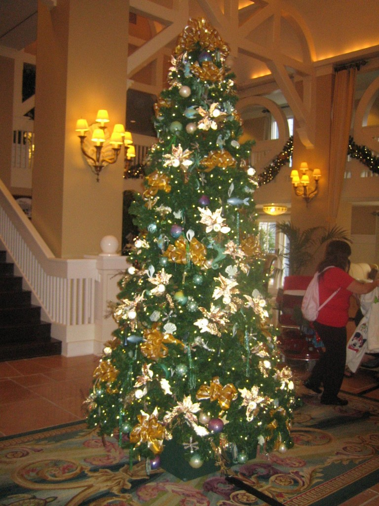 grand tree - When Is Disney Decorated For Christmas