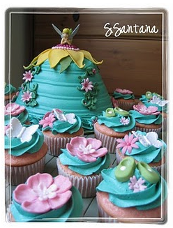 Tinkerbell birthday cake and cupcakes