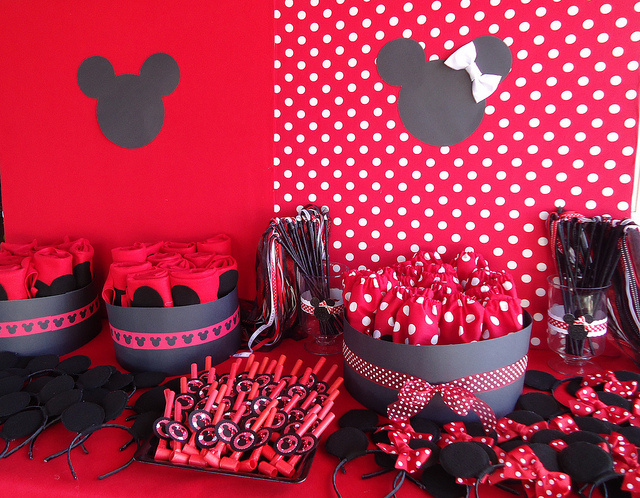 Minnie Mouse Favor Table
