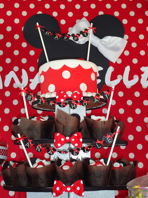 Minnie Mouse cupcake tower centerpiece