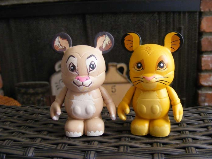"Simba and Nala Vinylmations via eBay Member ""numerounobaby"""