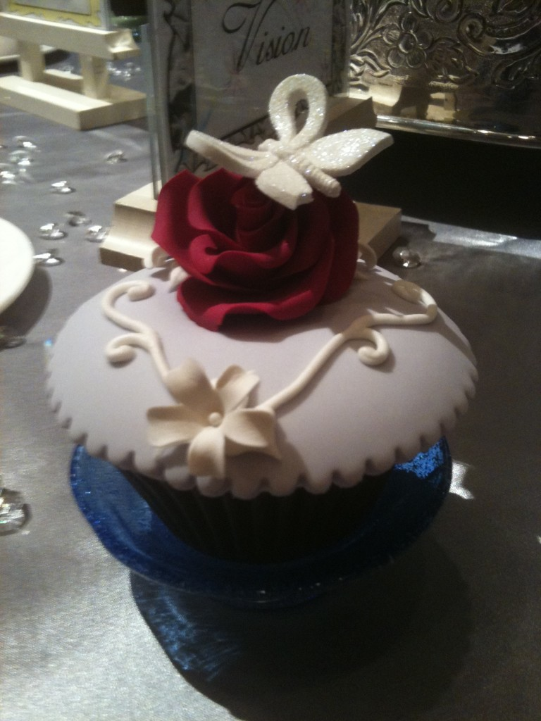 red rose wedding cupcake