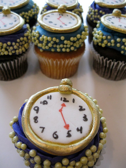Alice in Wonderland Watch Cupcakes
