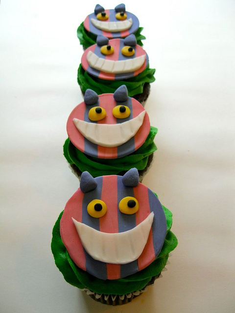 cheshire-cat-fondant-toppers