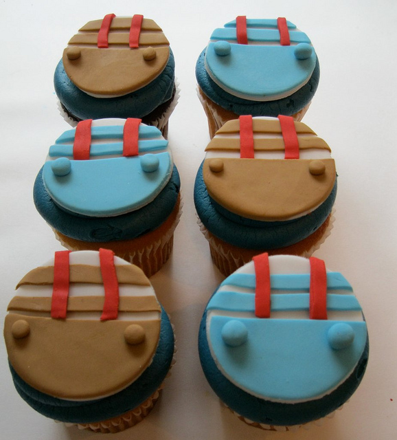 tweedle-dee-and-tweedle-dum-cupcakes
