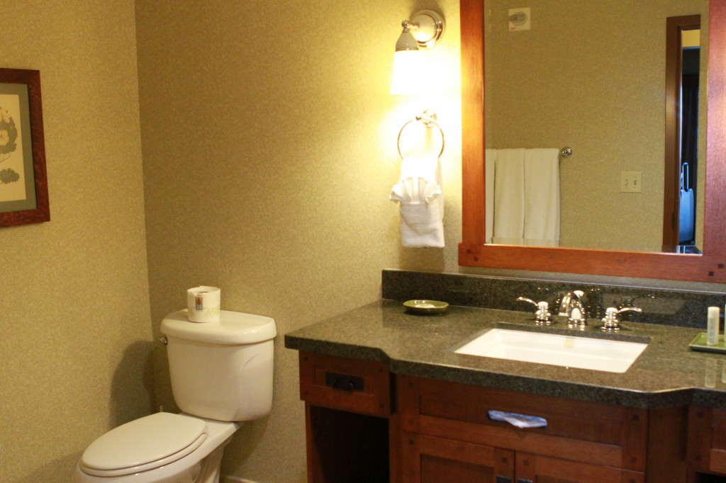 Disney Grand Californian Grand Vila upstairs bathroom