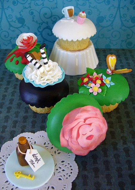 Alice in Wonderland Cupcake Set