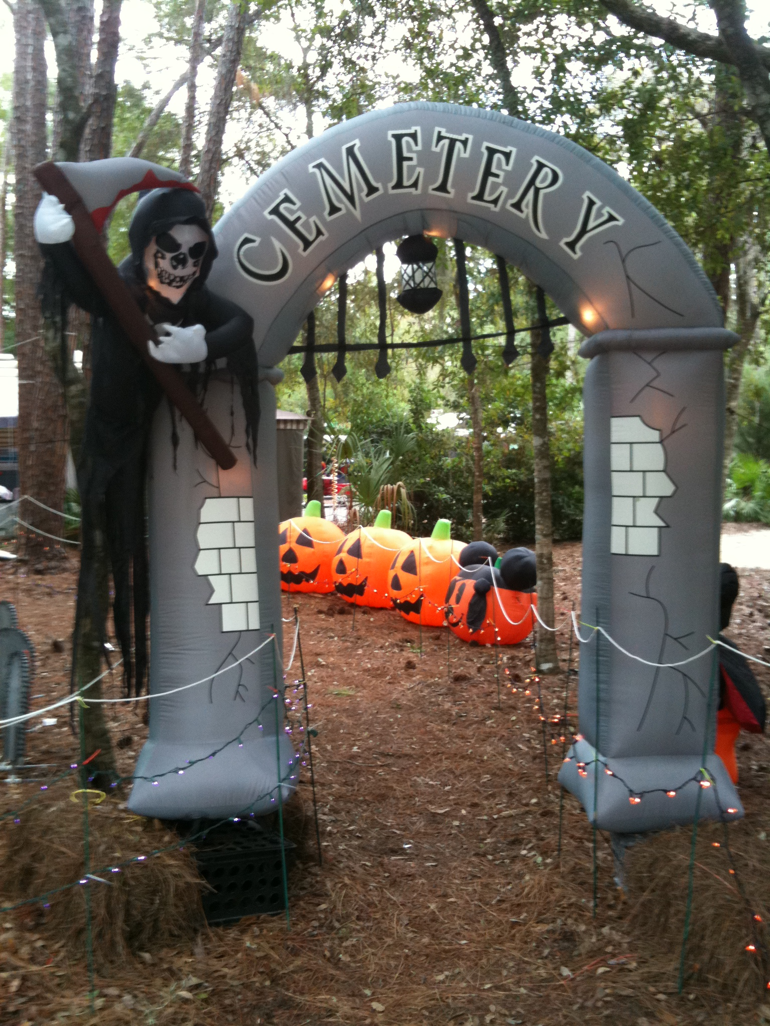 Outdoor inflatable halloween decorations - Halloween Cemetery Grim Reaper Blowup
