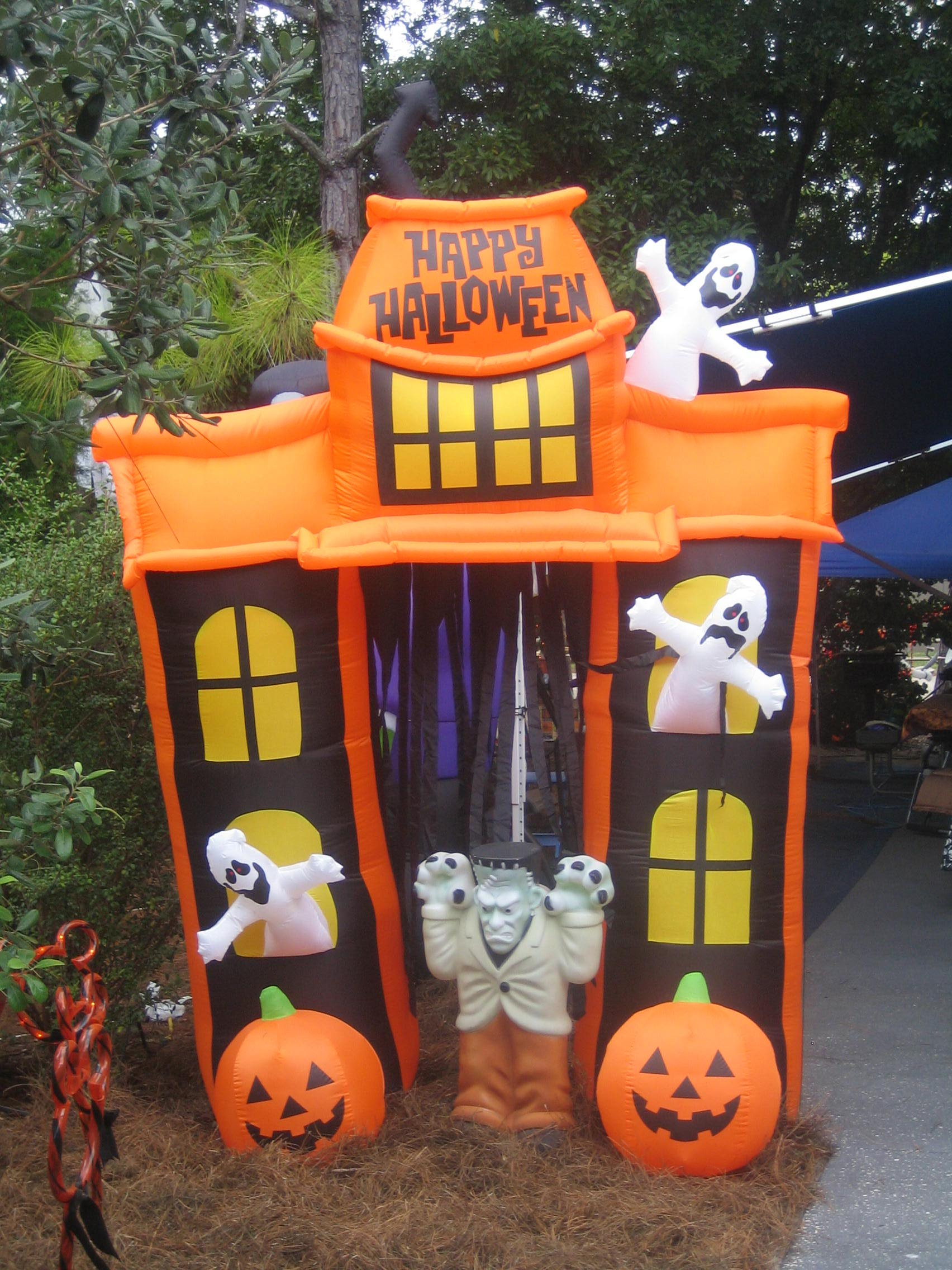 Best halloween decorations at disney s fort wilderness for Decoration halloween