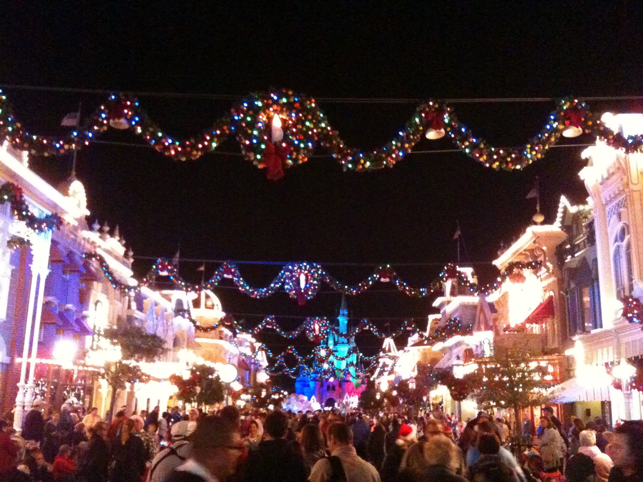 christmas main street usa disneys magic kingdom - When Is Disney World Decorated For Christmas