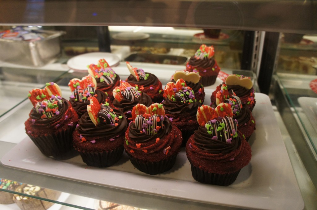 Valentine's Day Cupcakes at Starring Rolls in Disney's Hollywood Studios