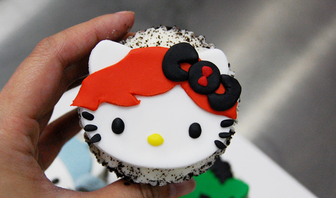 Black Widow Hello Kitty Avengers Cupcake