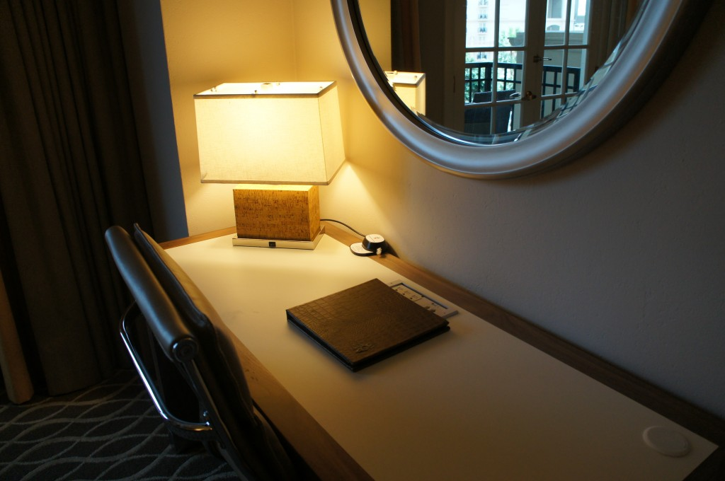 Gaylord Palms Orlando St Augustine Room Tour desk