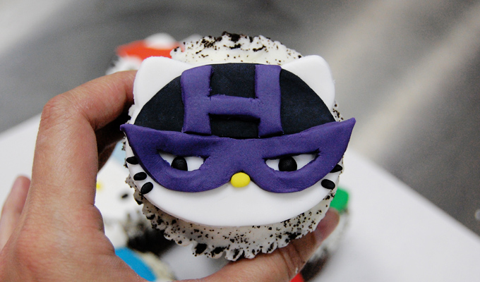 Hawkeye Hello Kitty Avengers Cupcake