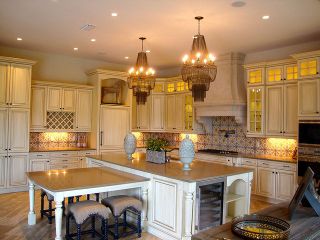Issa Homes Golden Oak Casa di Lusso Model Home - Kitchen