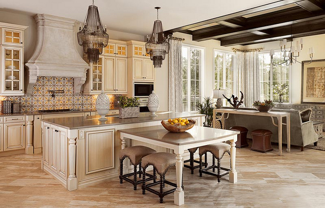 Issa Homes Golden Oak Casa di Lusso Model Home - full kitchen