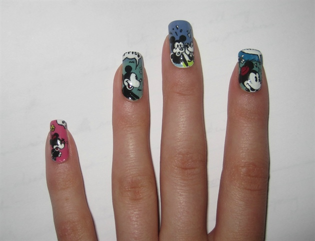 Old School Mickey Mouse Comic Disney Manicure