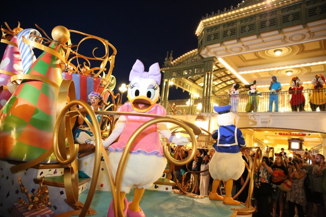 What 24 Hours In The Magic Kingdom Looks Like Disney All