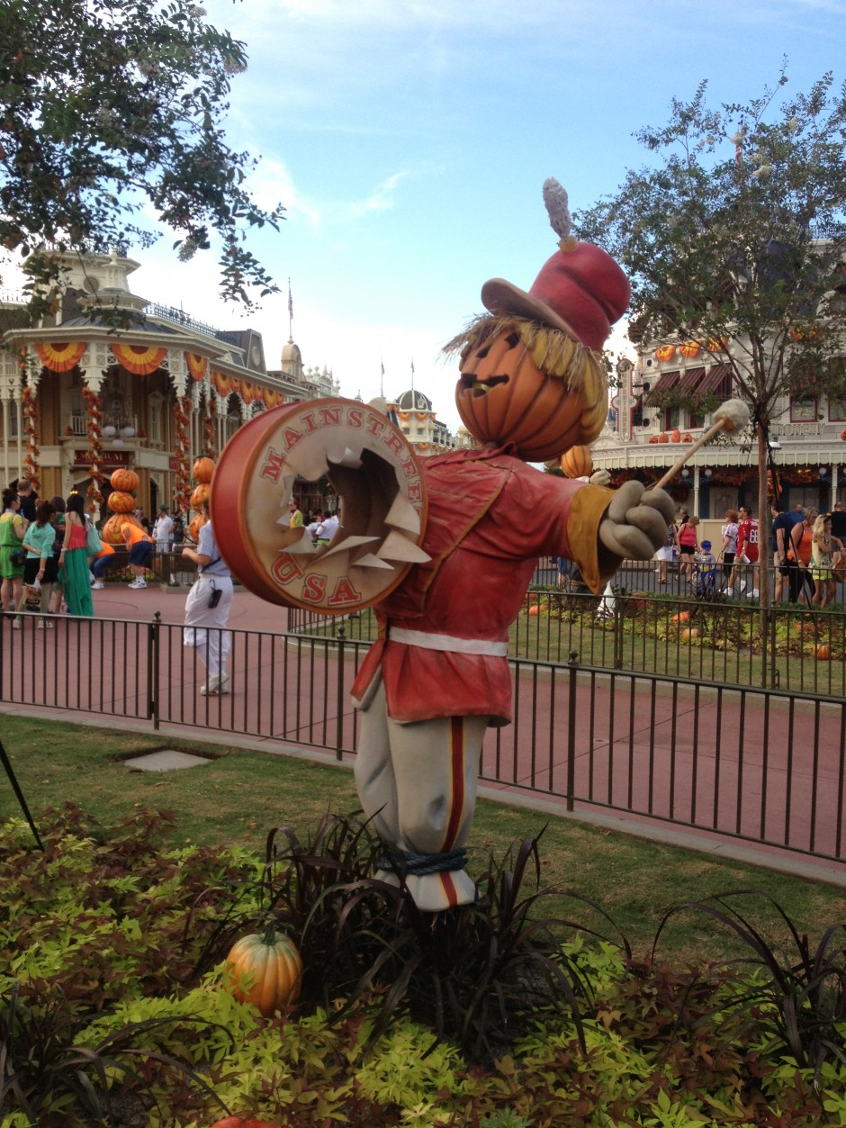 2013 Mickey's not so scary halloween party magic kingdom scarecrow