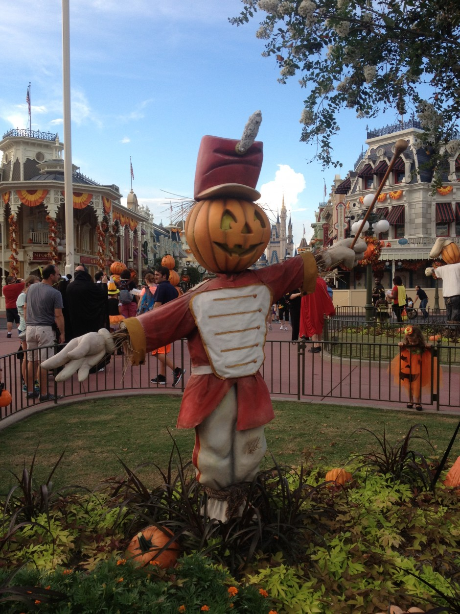 2013 Mickey's not so scary halloween party magic kingdom scarecrow pumpkin
