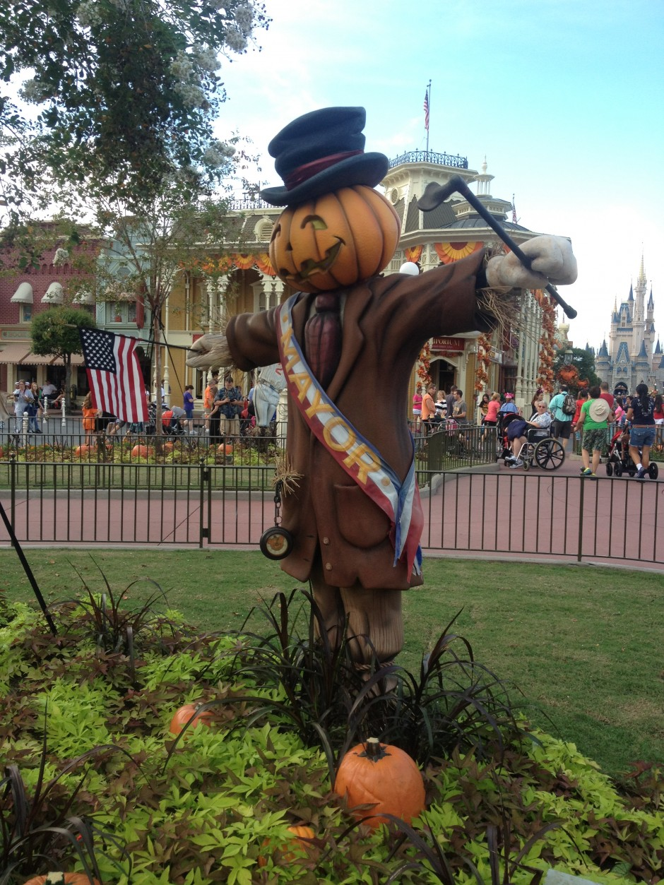 2013 Mickey's not so scary halloween party magic kingdom scarecrow pumpkin mayor