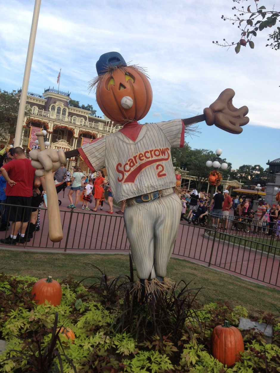 2013 Mickey's not so scary halloween party magic kingdom scarecrow pumpkin baseball