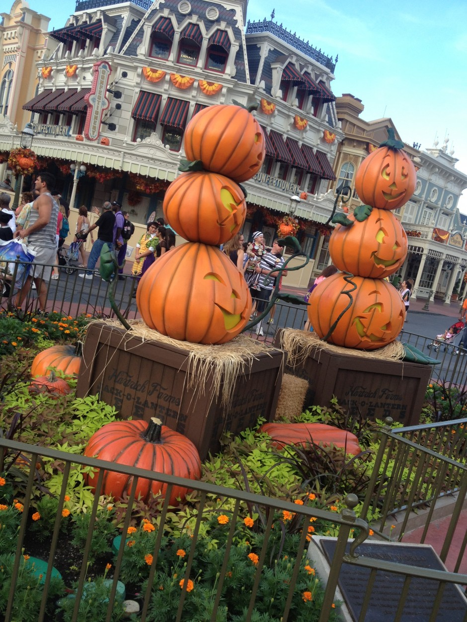 2013 Mickey's not so scary halloween party magic kingdom main street pumpkins