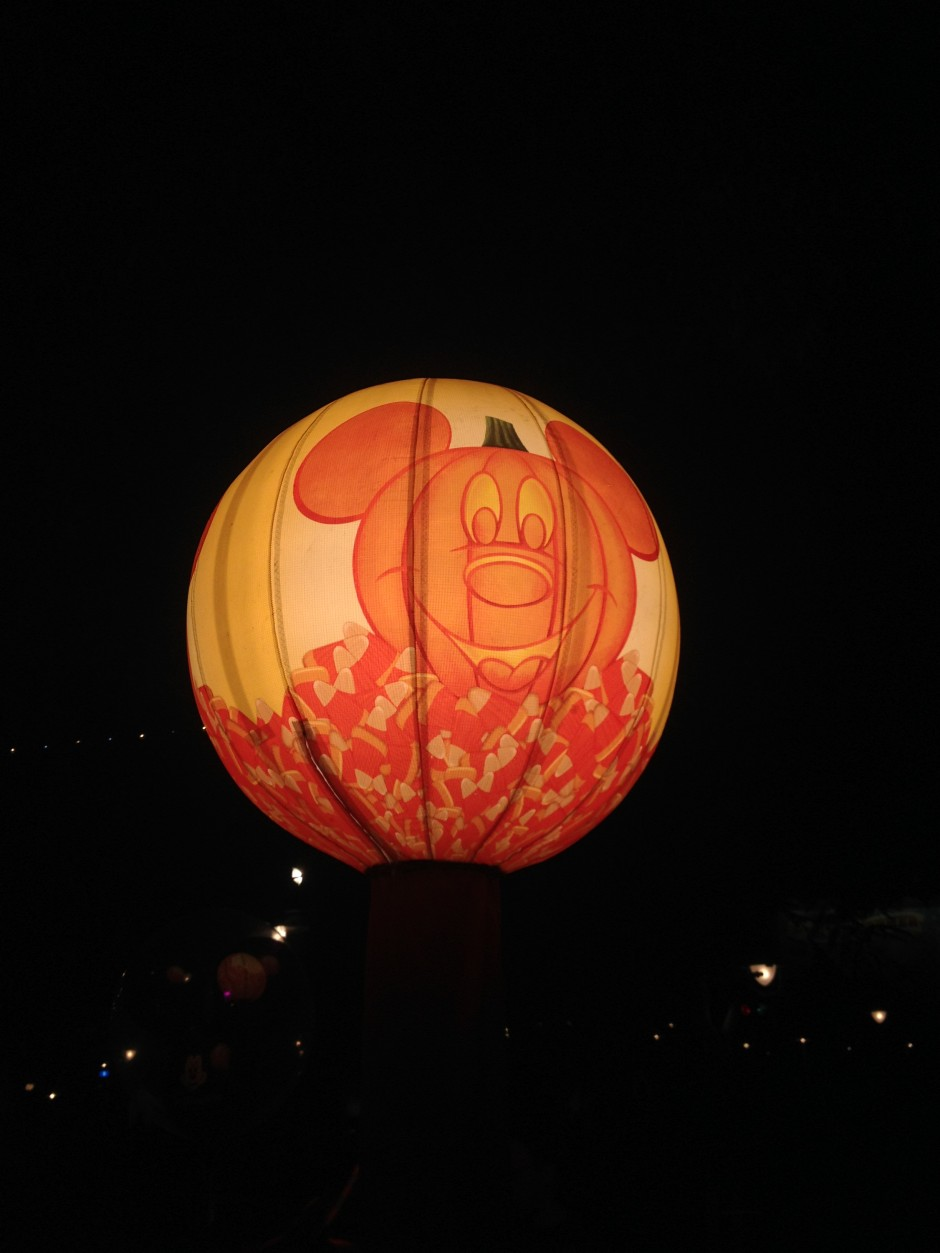 2013 Mickey's Not so scary halloween party magic kingdom candy station lantern