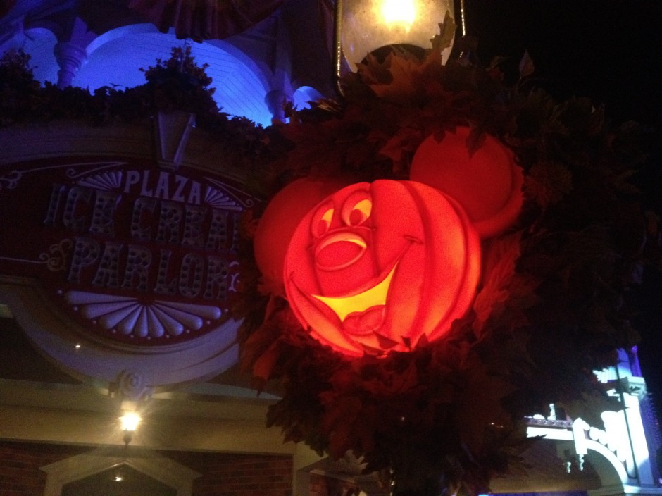 2013 Mickey's not so scary halloween party magic kingdom main street pumpkin light