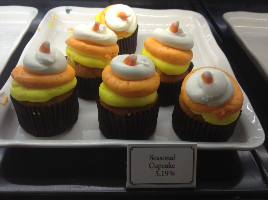 2013 Mickey's not so scary halloween party magic kingdom candy corn cupcake