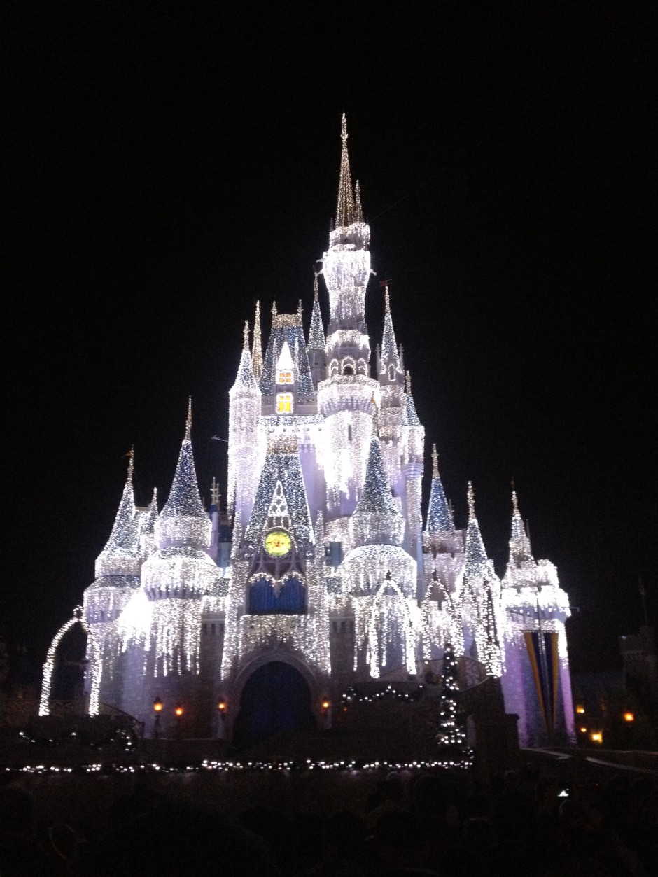 disney magic kingdom cinderella castle dream lights christmas