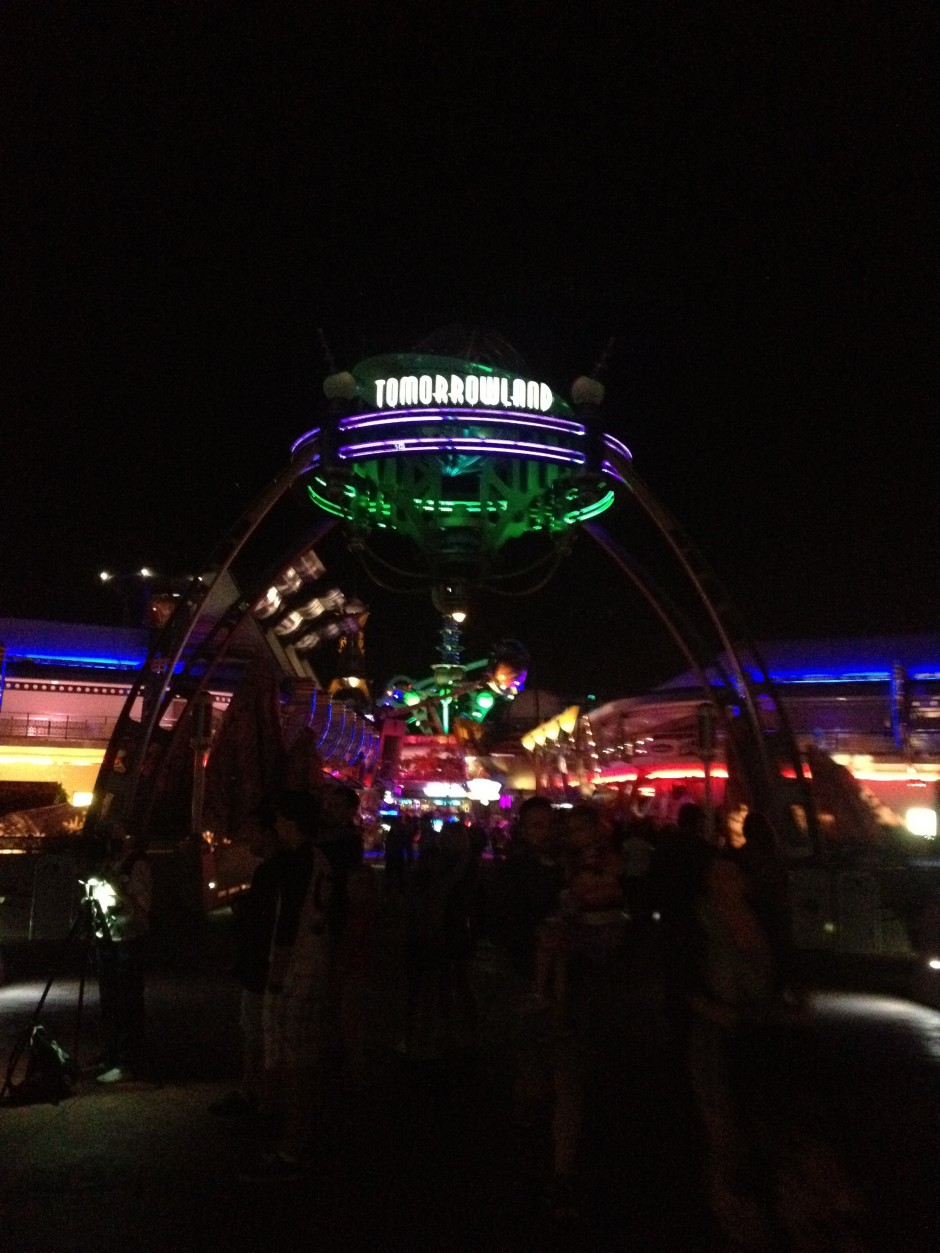 disney magic kingdom tomorrowland night