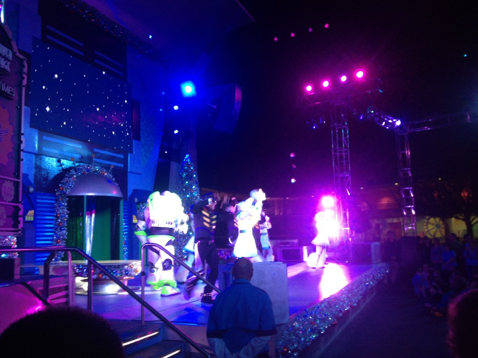 disney magic kingdom tomorrowland night christmas mickeys very merry party show