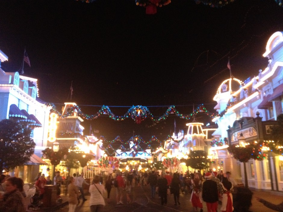 disney magic kingdom mickey's very merry christmas party main street snow