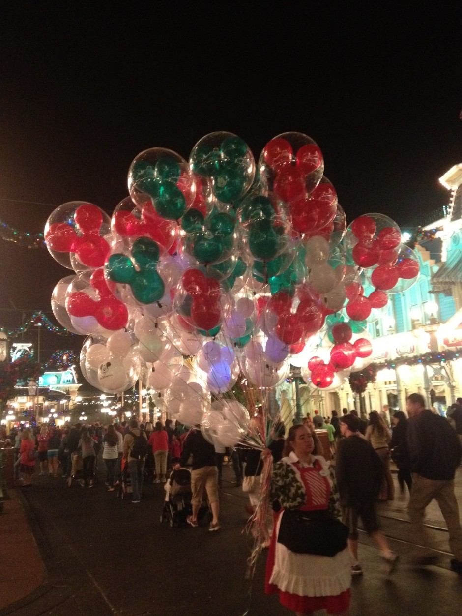 disney magic kingdom mickey's very merry christmas party balloons
