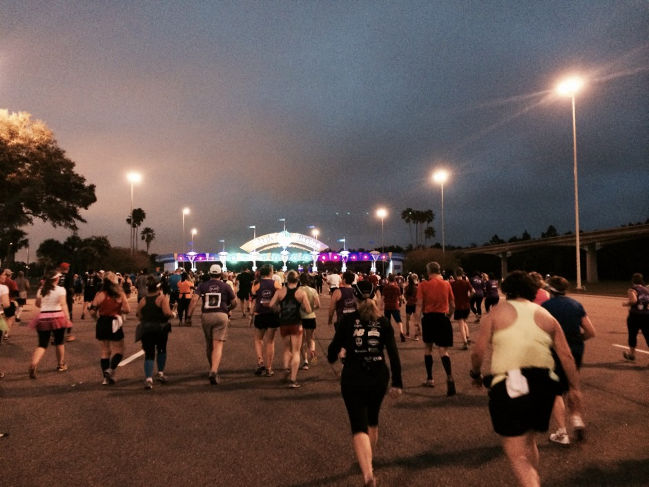 2014 rundisney dopey challenge walt disney world half marathon magic kingdom toll plaza