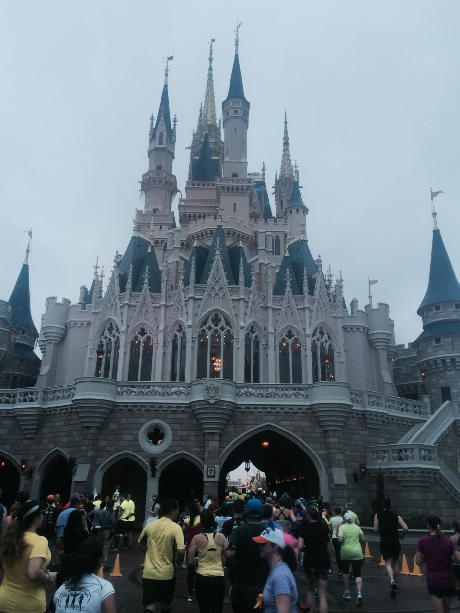 2014 rundisney dopey challenge walt disney world half marathon magic kingdom cinderella castle