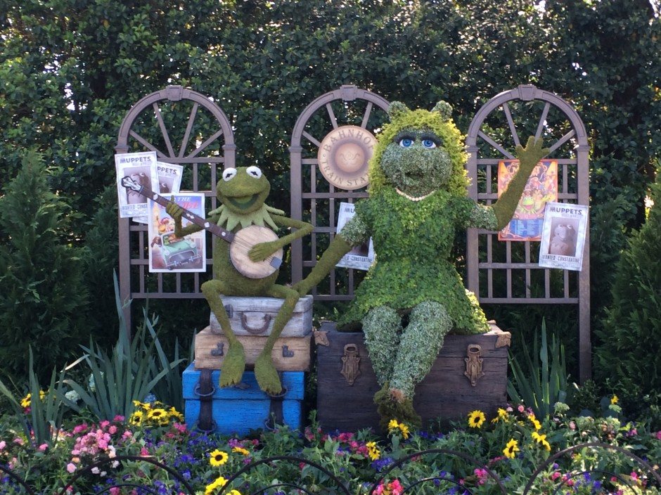 2014 epcot flower and garden festival muppets kermit miss piggy