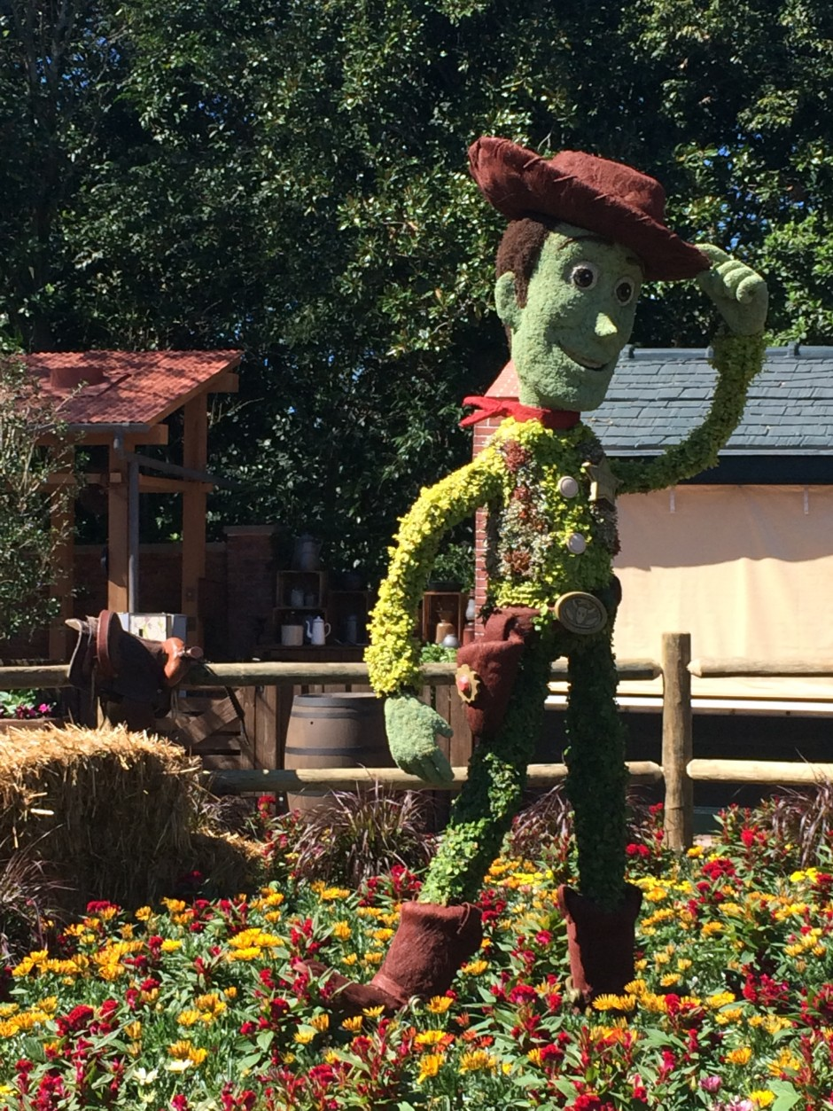 2014 epcot flower and garden festival smokehouse woody toy story topiary