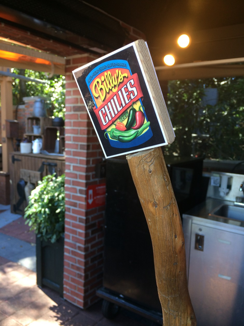 2014 epcot international flower and garden festival outdoor kitchen smokehouse beer chili billies