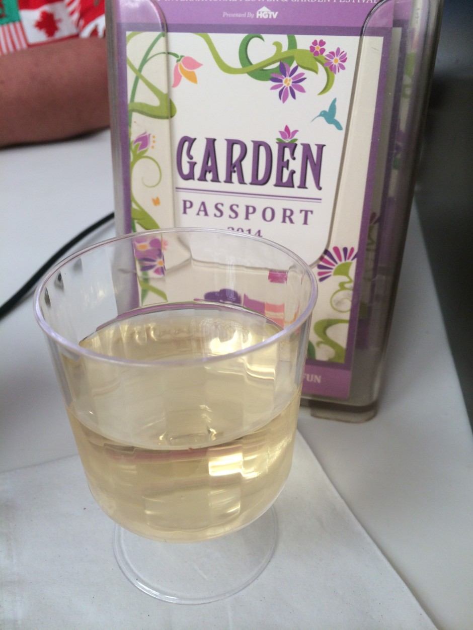 2014 epcot international flower and garden festival   center intermissions cafe Garda Italian Wine Blend