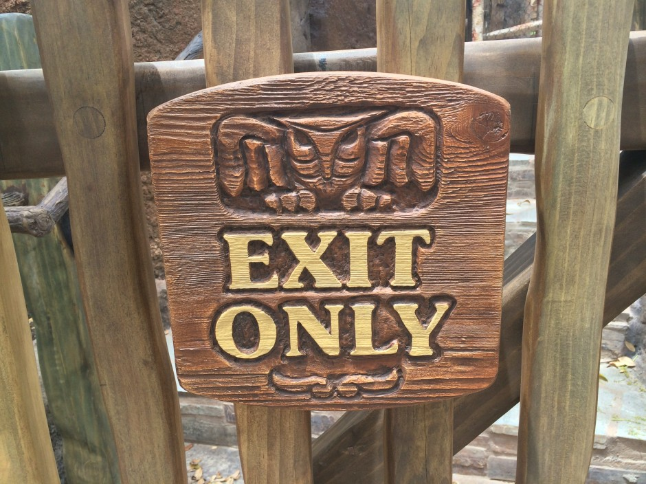 disney magic kingdom seven dwarfs mine train fastpass queue exit only sign