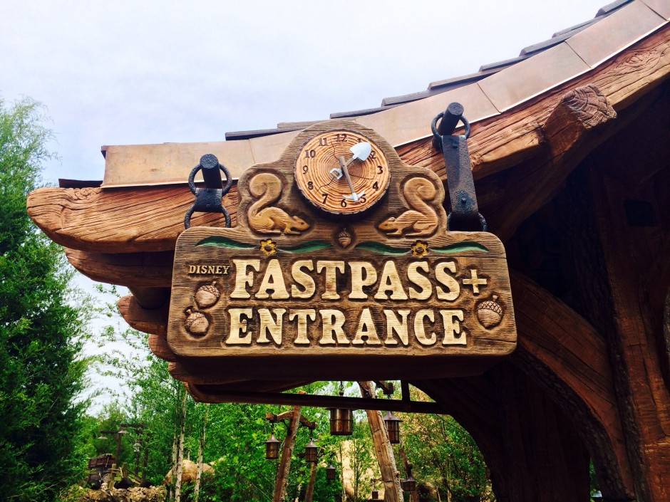 disney magic kingdom seven dwarfs mine train fastpass queue sign