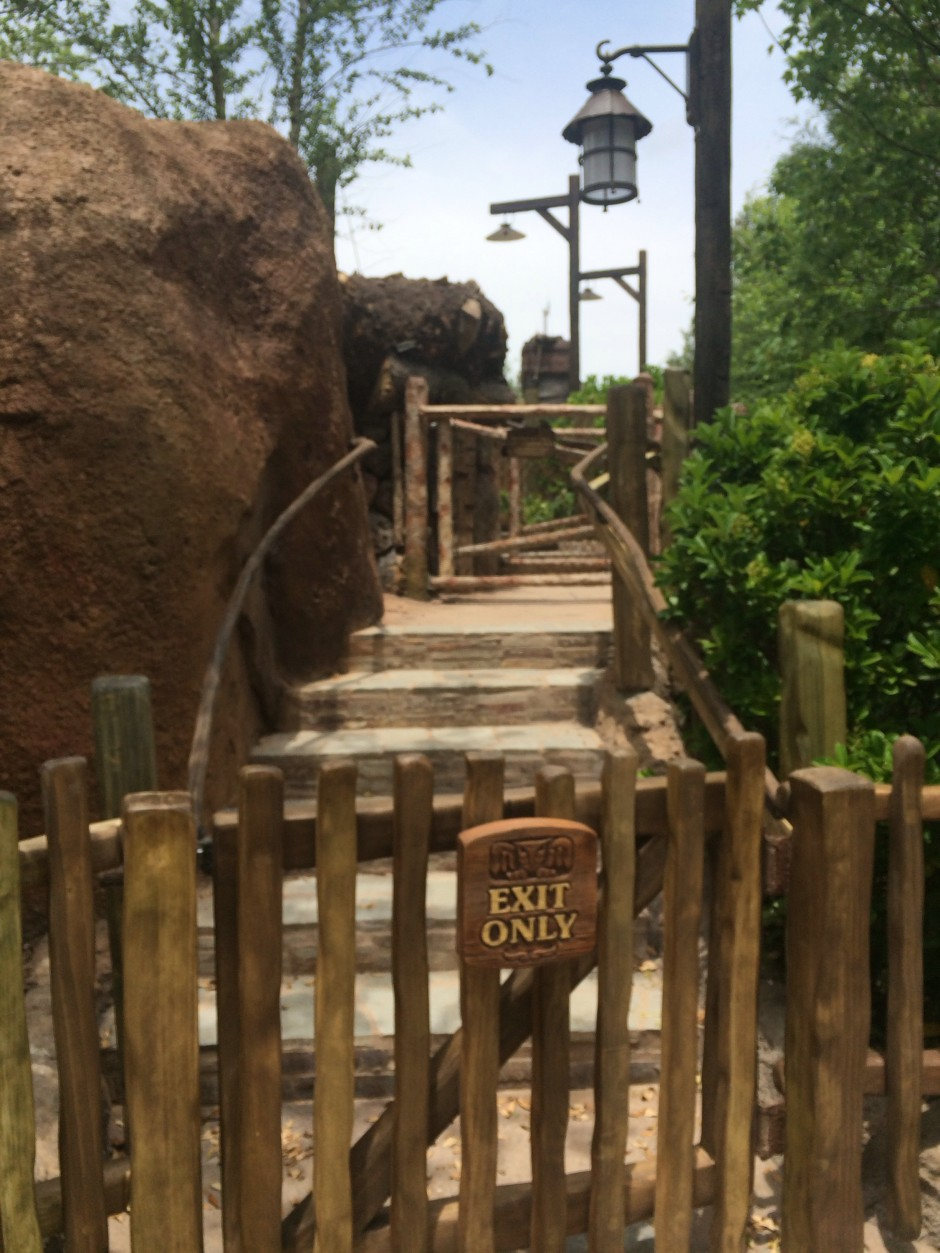 disney magic kingdom seven dwarfs mine train fastpass queue exit only