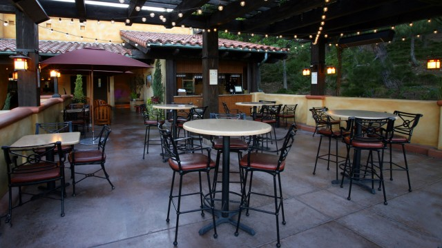 Lounge - Alfresco Tasting Terrace in DCA