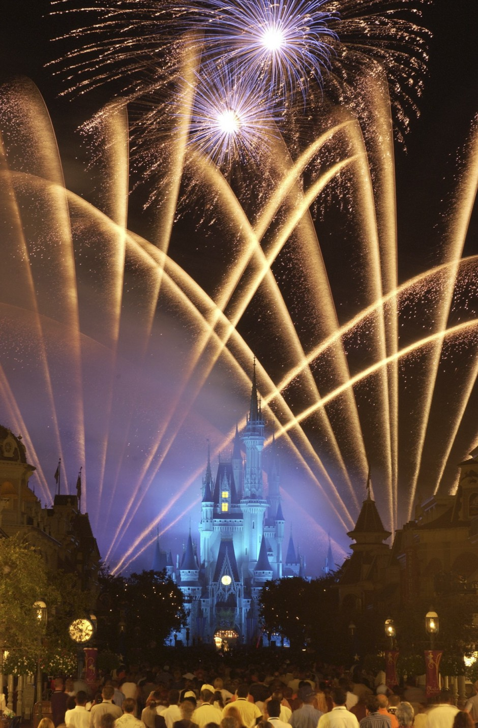 Disney Parks and Resorts Military Ticket and Room Rate Discounts and Dates for 2014 & 2015