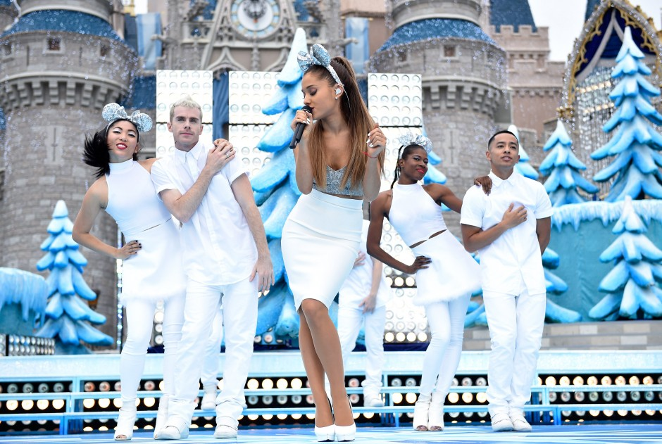 Celebrities You Will See On the 2014 Disney Parks Christmas Special