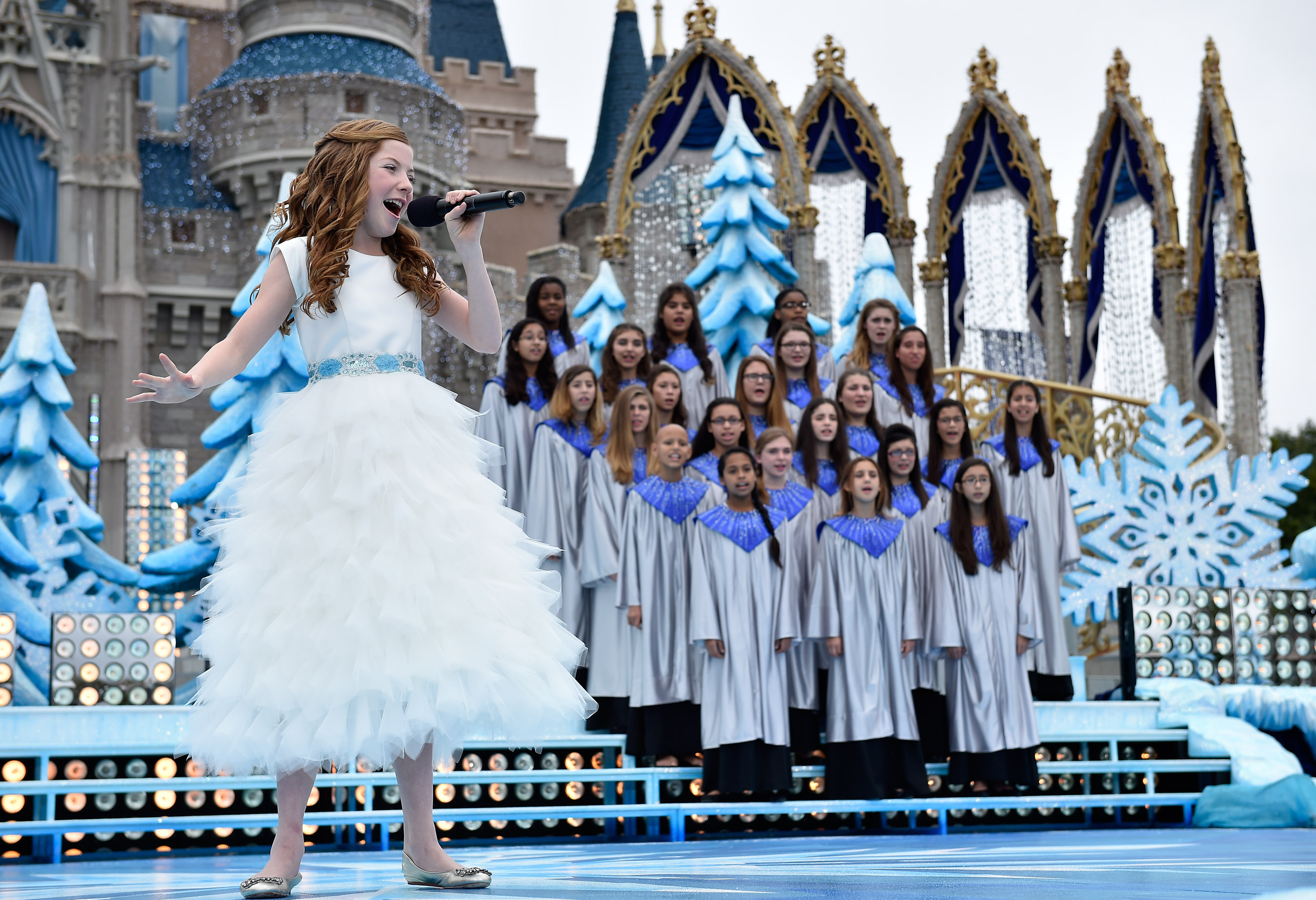 Celebrities You Will See On the 2014 Disney Parks Christmas ...