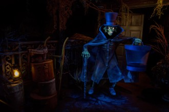 Hatbox Ghost Materializes at the Haunted Mansion