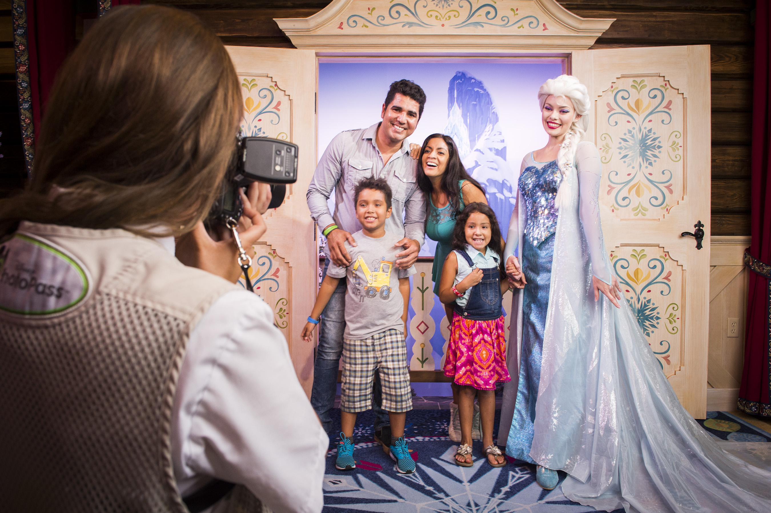 Where Can You Meet Princess Anna Queen Elsa From Frozen At